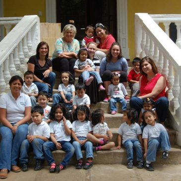 Dr. Jennifer Grisham-Brown and students photo